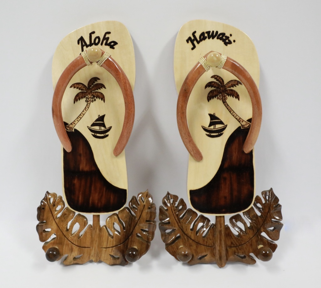 Wood pair slipper with wook hook palm canoe